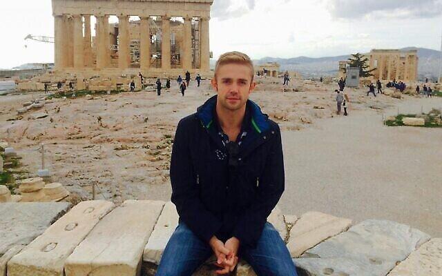 Marcel Goldhammer visite l'Acorpolis à Athènes, en Grèce, en 2015. (Crédit : avec l'aimable autorisation de Goldhammer)