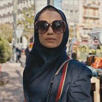 """Cette image publiée par Apple TV+ montre Niv Sultan dans le rôle de Tamar Rabinyan dans une scène de """"Tehran"""". (Crédit : Apple TV+ via AP)"""