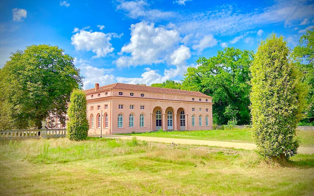 Une vue du Centre européen d'études juives dans le parc Sanssouci, à Potsdam. (Crédit : Walter Homolka/ via JTA)