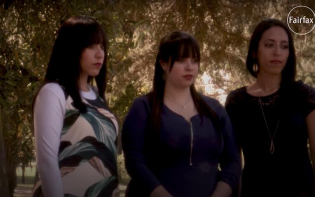 Les trois sœurs accusant Malka Leifer d'abus sexuels, avec Dassis Erlich au centre (capture d'écran YouTube)