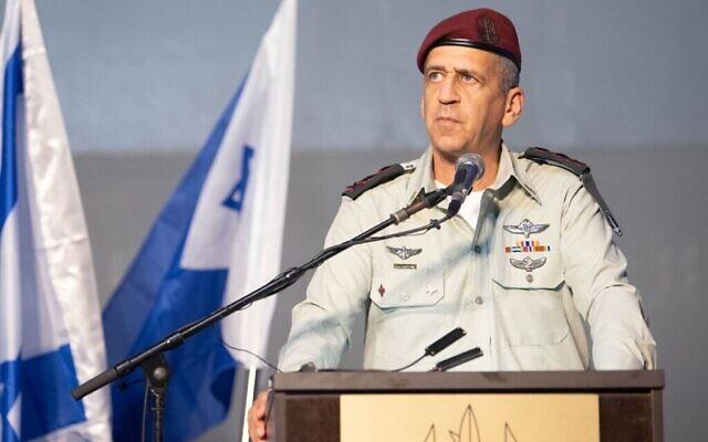 Le chef d'État-major Aviv Kohavi s'exprime lors d'une cérémonie sur la base de la marine israélienne de Haïfa, le 2 septembre 2021. (Crédit : Armée israélienne)