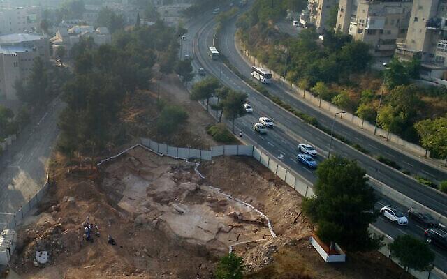Une carrière de pierre vieille de 2 000 ans découverte dans le quartier de Har Hotzvim à Jérusalem. (Shai Halevi, Autorité israélienne des antiquités)
