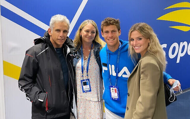 (De gauche à droite) Ben Stiller, Christine Taylor, Diego Schwartzman et Eugenia De Martino à l'US Open de New York. (@eugedemartino Instagram stories via JTA)