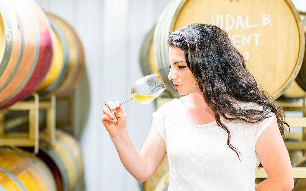 Rachel Lipman, à 28 ans, peut-être la plus jeune vigneronne du Maryland, repousse les limites d'un secteur traditionnellement dominé par les hommes. (Jonna Michelle Photography/ via JTA)