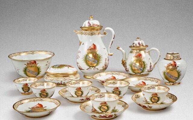 Un rare service à café et à thé fabriqué pour la famille Morosini en 1731. (Crédit : Sotheby's)