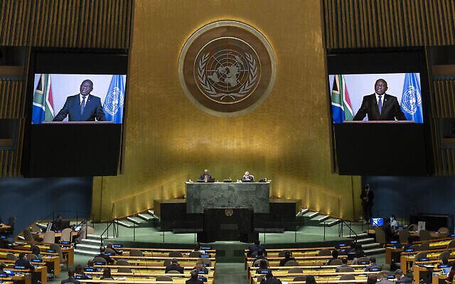 Le président sud-africain Matamela Cyril Ramaphosa prononce un discours préenregistré lors d'une réunion de haut niveau pour commémorer le vingtième anniversaire de l'adoption de la Déclaration de Durban lors de la 76e session de l'Assemblée générale des Nations Unies au siège des Nations Unies à New York, le 22 septembre 2021. (Justin Lane/Pool Photo via AP)