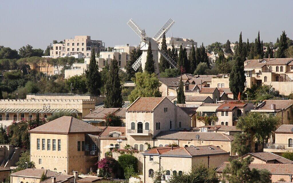 Une vue sur le quartier Mishkenot Shaananim à paqrtir du mont Sion. (Crédit : Shmuel Bar-Am)