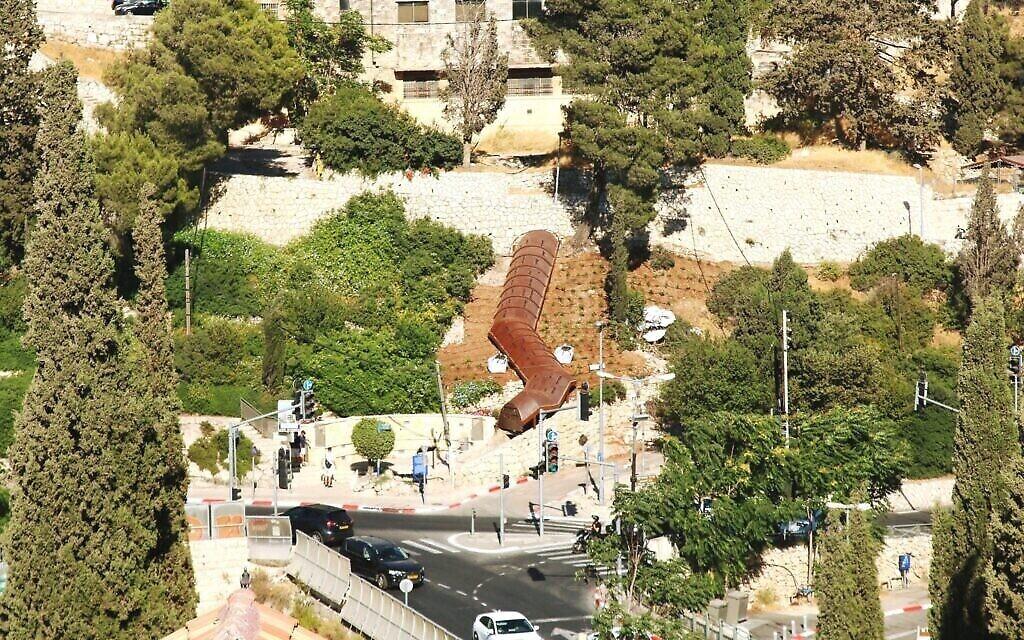 Une vue du tunnel du mont Sion et de la montée sur l'escalier Benny Marshak. (Crédit : Shmuel Bar-Am)