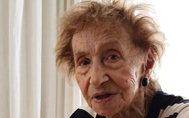 99-year-old Holocaust survivor Yehudit (Dita) Sperling, survivante de la Shoah, qui a témoigné dans le procès ouvert contre l'ancienne secrétaire du camp de concentration de Stutthof, Irmgard Furchner (Autorisation)