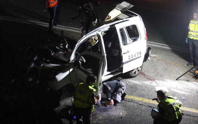 Le lieu d'un grave accident entre un bus et deux voitures sur la route 89 au nord de la Galilée, le 29 septembre 2021. (Crédit : David Cohen/Flash90)