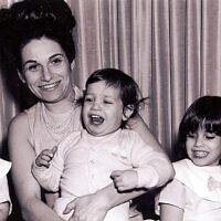 La famille Bolton (de gauche à droite) : Carol, Matilde, John, Judy et Harold, vers 1966. (Crédit : autorisation de Judy Bolton-Fasman)