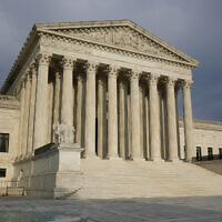 Le bâtiment de la Cour suprême des États-Unis à Washington, le 3 mai 2020. (Crédit : AP Photo/ Patrick Semansky)