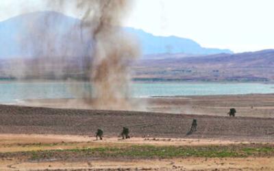 Sur cette photo publiée par le site officiel de l'armée iranienne le vendredi 1er octobre 2021, des troupes terrestres participent à des manœuvres militaires près de la frontière iranienne avec l'Azerbaïdjan. (Crédit : Armée iranienne via AP)