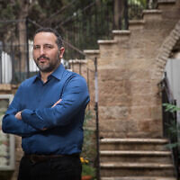 Le promoteur immobilier Eldad Peri pose pour une photo à Jérusalem, le 26 février 2018. (Crédit : Yonatan Sindel/Flash90)