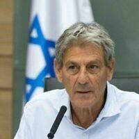 Ram Ben-Barak lors d'une réunion de la commission de la Défense et des Affaires étrangères à la Knesset de Jérusalem, le 5 juillet 2021. (Crédit : Yonatan Sindel/Flash90)