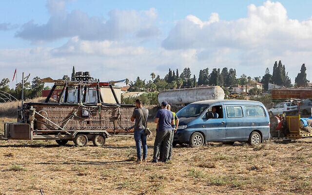 Un homme est mort en tombant d'une montgolfière près d'Afula, dans le nord d'Israël, le 19 octobre 2021 (Crédit : Meir Vaknin/Flash90)