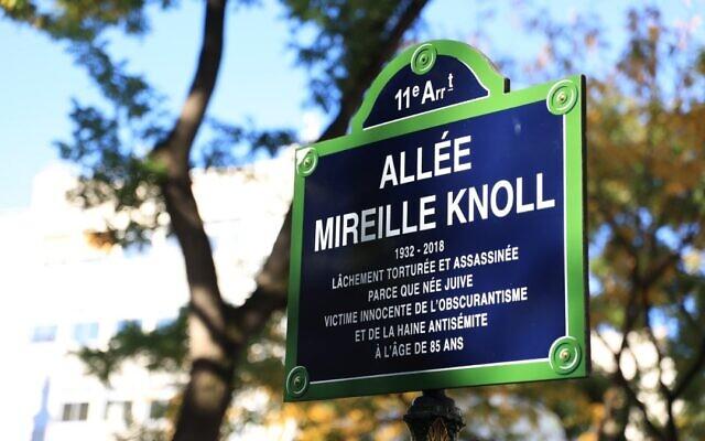 La plaque de l'allée Mireille Knoll. (Crédit : Twitter / Anne Hidalgo)