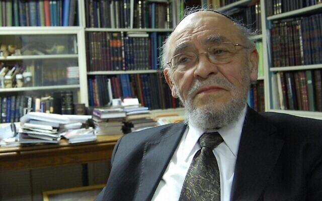 Le rabbin Moshe Tendler, décédé le 28 septembre, était un fervent partisan de l'idée que la mort cérébrale, plutôt que la simple cessation des battements du cœur, devrait être considérée comme un décès selon la loi juive, permettant ainsi le don d'organes. (Crédit : Ben Harris)