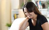 Une femme souffrant de douleurs musculaires chroniques (Crédit : iStock via Getty Images)