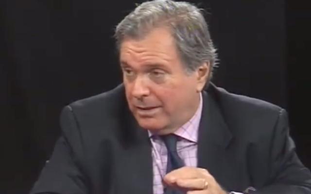 L'ancien chasseur de nazis et dirigeant de l'AIPAC, Neal Sher, intervient lors d'un panel en octobre 2011. (Capture d'écran/YouTube)