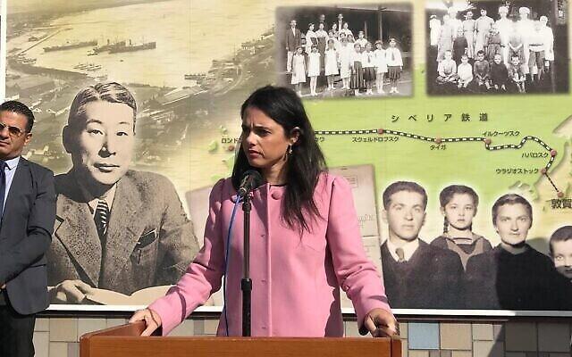 La ministre de l'Intérieur Ayelet Shaked prend la parole au Musée du Port de l'Humanité de Tsuruga au Japon, la première visite d'un ministre israélien. (Autorisation)