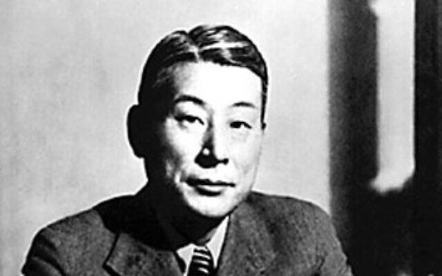 Le diplomate japonais Sugihara Chiune qui a aidé à sauver des milliers de Juifs lorsqu'il était consul impérial du Japon en Lituanie, pendant la Seconde guerre mondiale. (Crédit : Domaine public  via Wikimedia Commons)