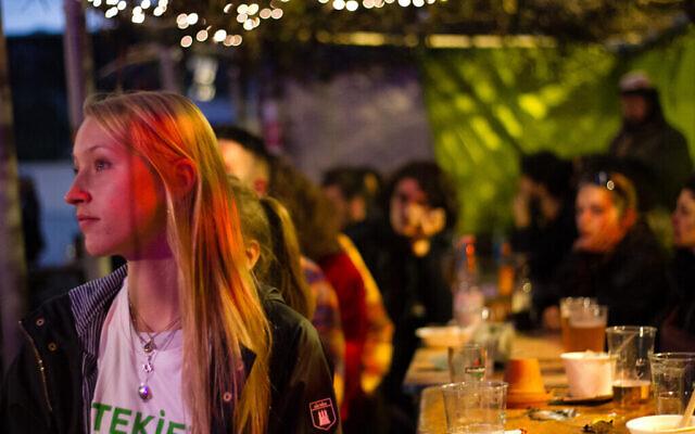 Les participants du Festival de la résilience regardent une présentation. (Debi Simon pour Hillel Deutschland/ via JTA)
