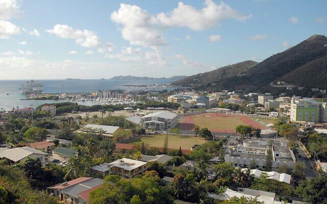 Vue de Road Town, à Tortola, sur les îles Vierges britanniques, centre de l'industrie des services financiers offshore, le 3 avril 2009. (Crédit : AP Photo/Todd VanSickle, File)