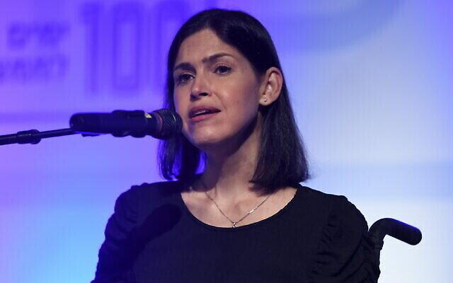 La ministre de l'énergie Karine Elharrar s'exprime lors d'une conférence de son parti Yesh Atid à Shefayim, le 22 septembre 2021. (Gili Yaari/Flash90)