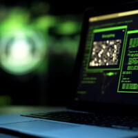Illustration : Des scripts de programmation sur un écran d'ordinateur. (Crédit : Motortion/iStock by Getty Images)