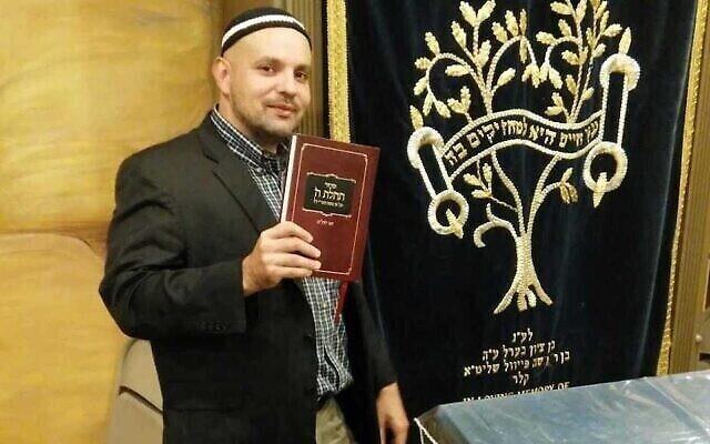 Le rabbin Asher Meza, en plus de soutenir les militants anti-vaccins, s'est opposé à l'ensemble de la communauté orthodoxe d'une autre manière. (Avec l'aimable autorisation de Meza via JTA)