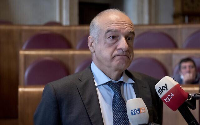 Le candidat de centre-droit à la mairie de Rome, Enrico Michetti, participe à une conférence de presse le 8 octobre 2021. (Stefano Montesi - Corbis via Getty Images via JTA)