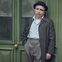 """Eddie Marsan dans le rôle de Soly Malinovsky dans """"Ridley Road"""". (Courtoisie de Red Productions)"""
