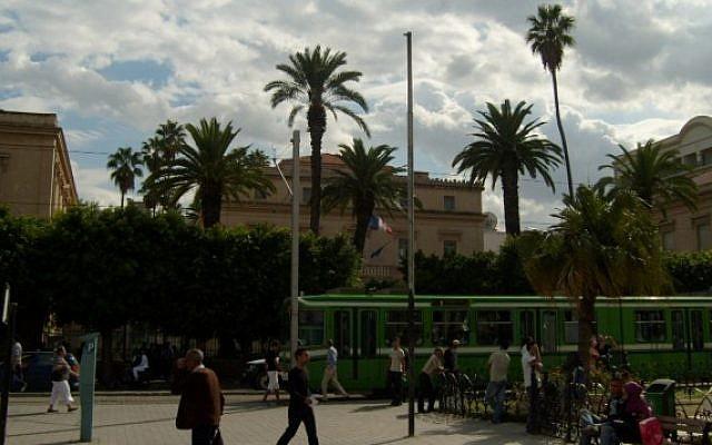 L'ambassade de France en Tunisie, à Tunis, le 29 septembre 2008. (Crédit : WikiCommons)