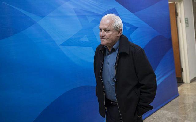 Haim Katz, ministre du Travail et des Affaires sociales, avant la réunion hebdomadaire du cabinet, le 11 décembre 2016. (Crédit : Yonatan Sindel/Flash90)