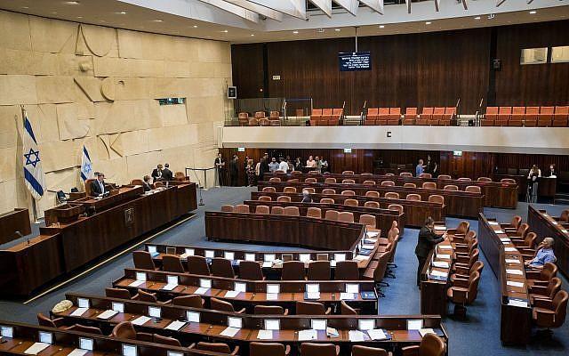 Vue générale de la salle de réunion du Parlement israélien à Jérusalem le 12 juin 2019. Photo : Yonatan Sindel / Flash90