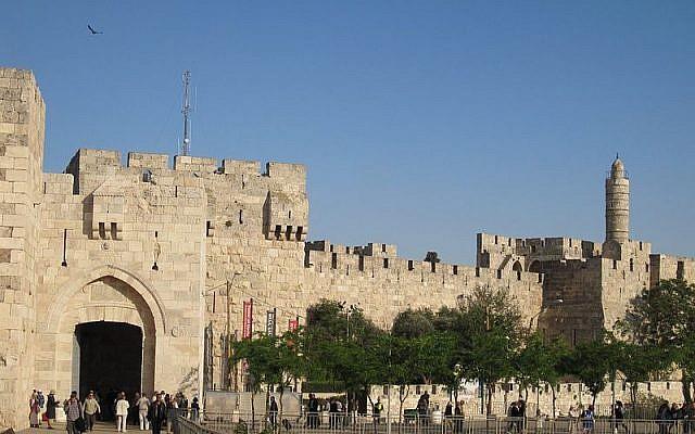 Porte de Jaffa, vieille ville de Jérusalem (Crédit : domaine public)