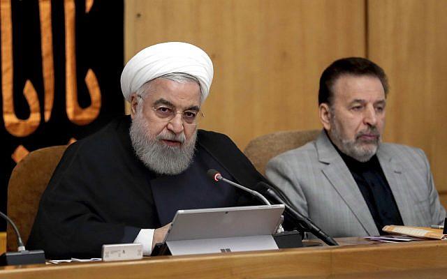 Le président Hassan Rouhani s'exprimant lors d'une réunion du cabinet à Téhéran, en Iran, le mercredi 4 septembre 2019. M. Rouhani réitère la menace de s'éloigner de l'accord nucléaire de 2015 et accélérer ses activités nucléaires si l'Europe ne parvenait pas à fournir une solution. (Bureau de la présidence iranienne via AP)
