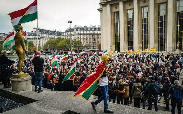 Manifestation sur la place des Droits de l'Homme à Paris, le 12 octobre 2019, en soutien aux militants kurdes. Photo : Lucas Barioulet / AFP