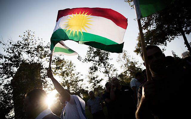 Des membres de la communauté juive kurde manifestant en prévision du référendum sur l'indépendance du Kurdistan, près du consulat américain à Jérusalem, le 24 septembre 2017. Photo : Yonatan Sindel / Flash90