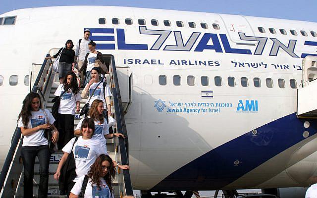 Immigrants français arrivant à l'aéroport Ben Gourion en Israël, le 25 juillet 2007. Photo de Marc Israel Sellem / POOL