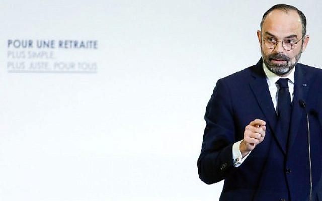 Le Premier ministre français Edouard Philippe dévoilant les détails d'un plan de réforme des retraites devant le CESE (Conseil économique, social et environnemental) le 11 décembre 2019 à Paris, alors que des centaines de milliers de personnes manifestaient la veille le sixième jour d'une grève générale . Thomas SAMSON / PISCINE / AFP