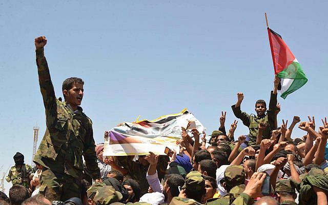 Des membres du Front Polisario lors des funérailles de Mohamed Abdelaziz au camp de réfugiés de Rabouni, dans le sud-ouest de l'Algérie, vendredi 3 juin 2016 (Photo AP / Sidali Djarboub)