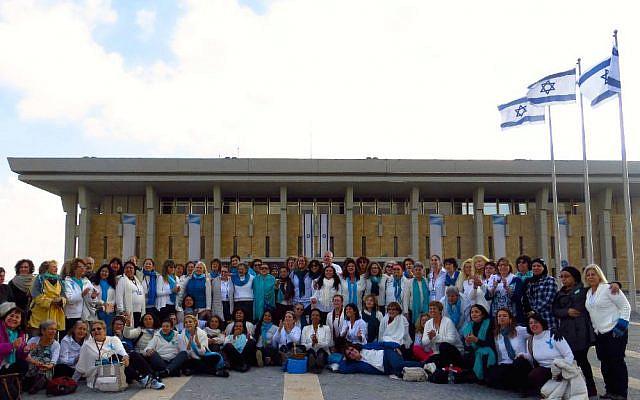 Woman Wage Peace à la Knesset. Crédit : Bruce Shaffer