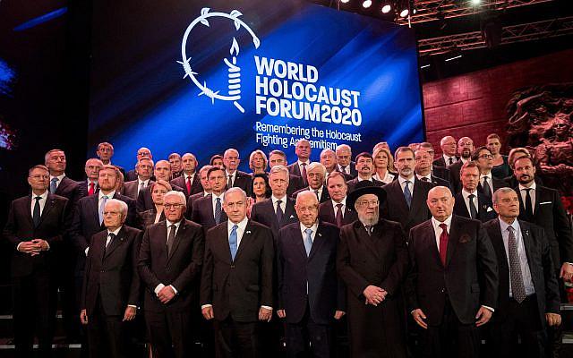 Le Premier ministre israélien Benjamin Netanyahu et le président israélien Reuven Rivlin posant avec les dirigeants mondiaux lors du cinquième Forum mondial de l'Holocauste au musée commémoratif de l'Holocauste Yad Vashem à Jérusalem le 23 janvier 2020. Photo de Yonatan Sindel / FLASH90