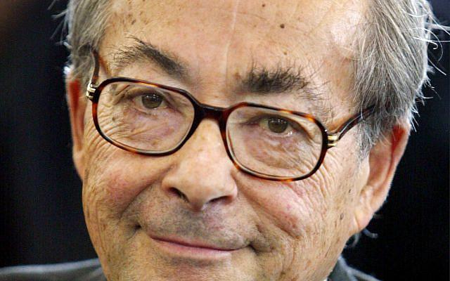 L'auteur américain George Steiner qui a reçu le prix Ludwig-Boerne à Francfort, en Allemagne centrale, le dimanche 25 mai 2003.  Steiner né à Paris, enseignait dans les universités du monde entier et travaillait également comme critique littéraire et auteur. (Photo AP / Michael Probst)
