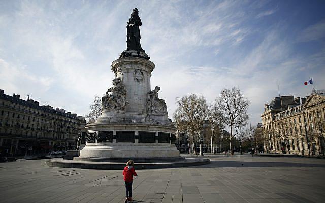Place de la République, à Paris, dimanche 22 mars 2020. (Photo AP / Thibault Camus)