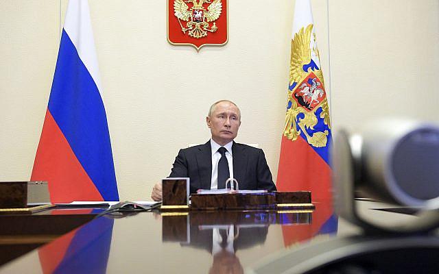 Le président russe Vladimir Poutine assistant à une vidéoconférence avec des membres du cabinet à la résidence Novo-Ogaryovo à l'extérieur de Moscou, en Russie, le mercredi 15 avril 2020. (Alexei Druzhinin, Spoutnik, Kremlin Pool Photo via AP)