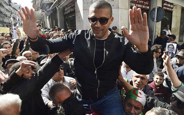 Le journaliste Khaled Drareni à Alger le 6 mars 2020 la veille de son arrestation. RYAD KRAMDI/AFP