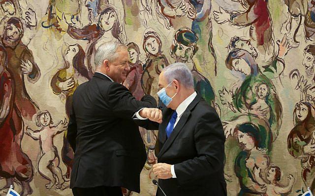 La première conférence gouvernementale du nouveau gouvernement d'unité israélien, dirigée par le Premier ministre israélien Benjamin Netanyahu et le chef du parti bleu et blanc Benny Gantz à la Knesset, le 17 mai 2020. Photo par Alex Kolomoisky / POOL